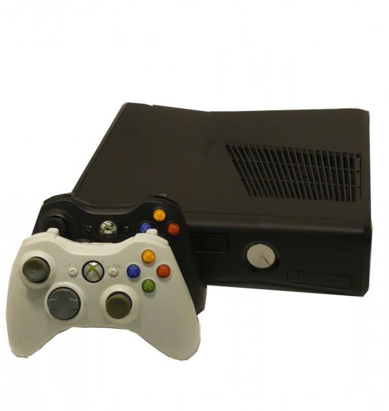 Microsoft XBOX 360 S 4GB Schwarz inkl. 2 Controller gebraucht Artikel