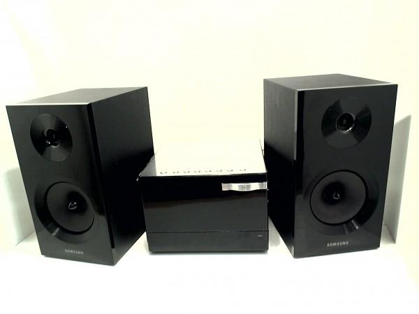Samsung MM-E330D schwarz Stereoanlage DVD-Receiver MP3 inkl. 2x Lautsprecher gebraucht