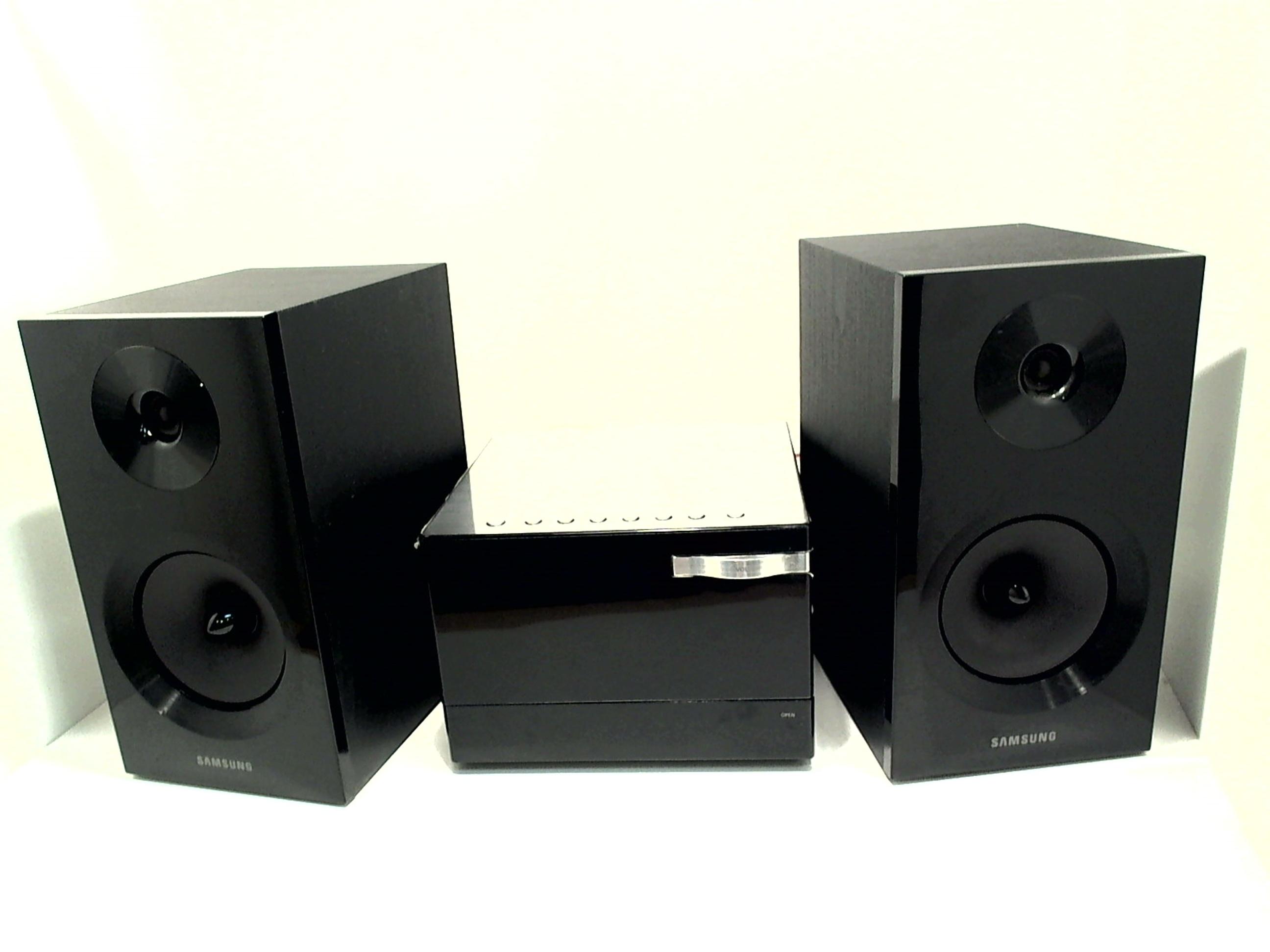 samsung mm e330d schwarz stereoanlage dvd receiver mp3 inkl 2x lautsprecher gebraucht hifi. Black Bedroom Furniture Sets. Home Design Ideas